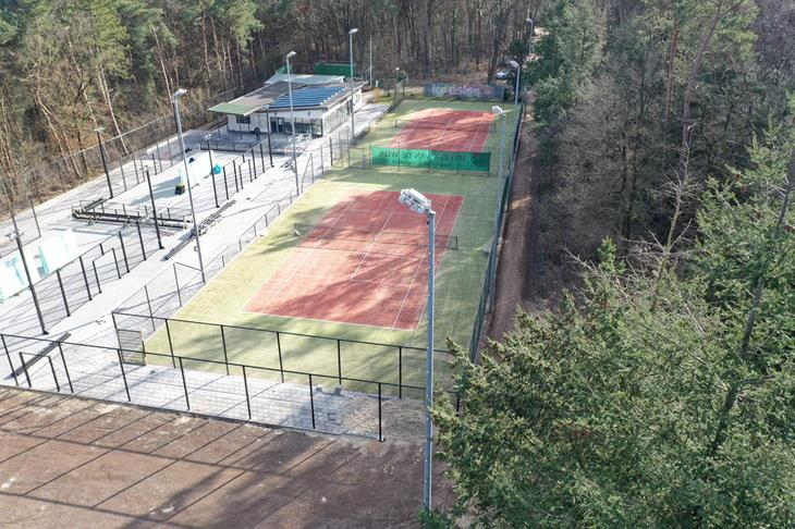 opbouw tennisbanen 1 en 2 en de padelbanen.jpeg