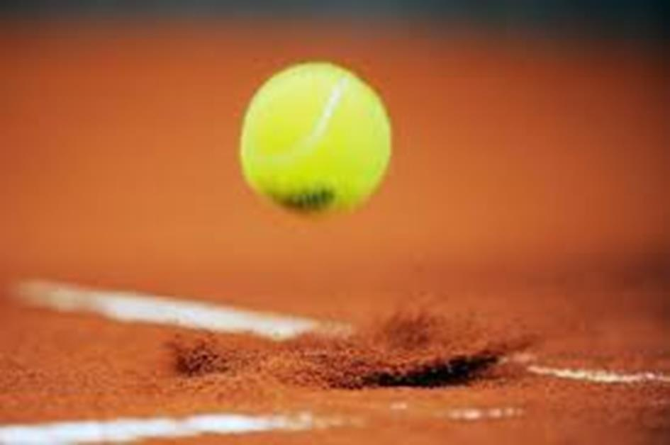 tennis bal stuitert.jpg