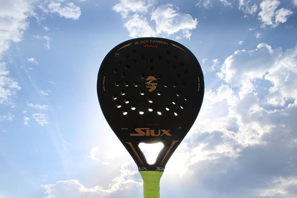 Padel Racket lucht.jpg