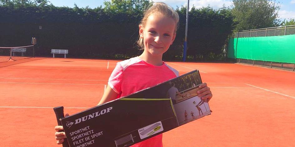Marit wint Dunlop tennisnet.jpg
