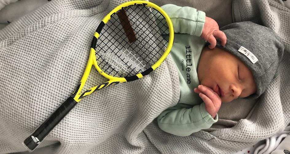 Jim met zijn eerste racket.jpg