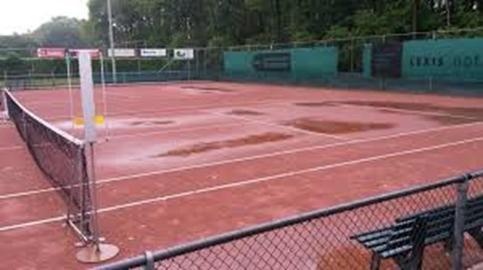 natte tennisbanen.jpg