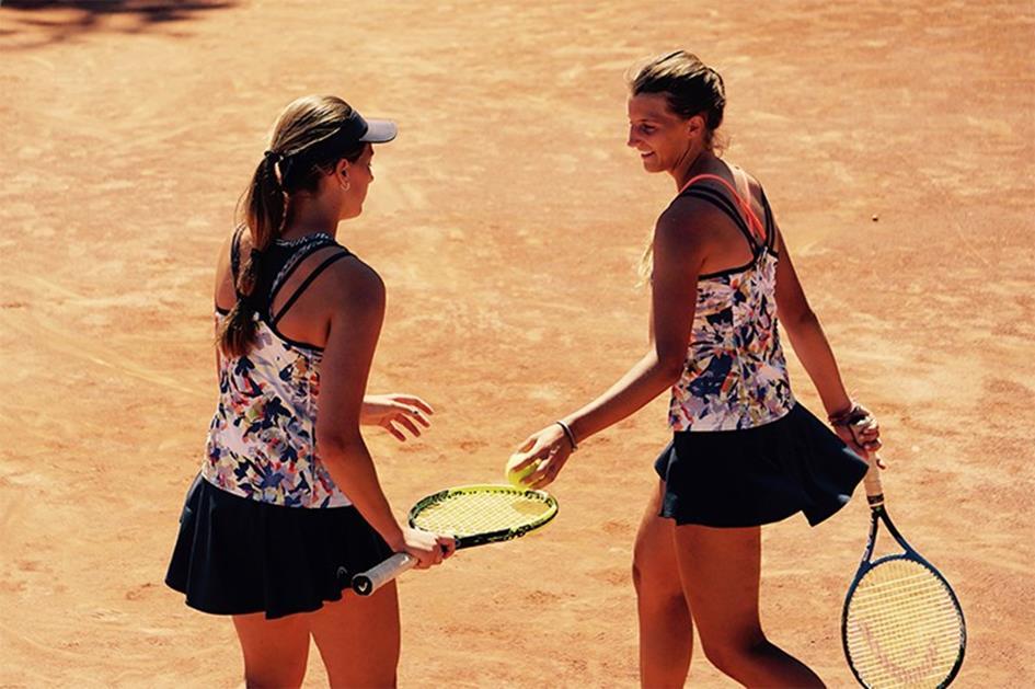 twee vrouwen tennis.jpg