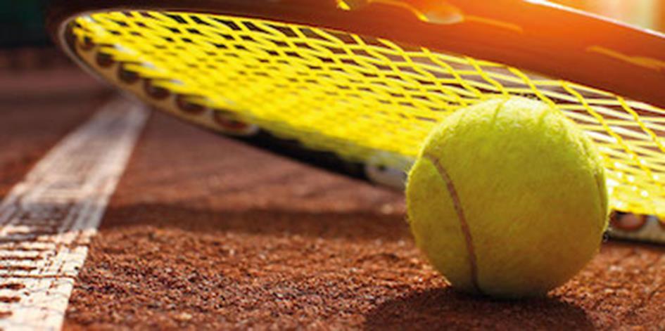 tennis-ball-racket-gespiegeld.jpg