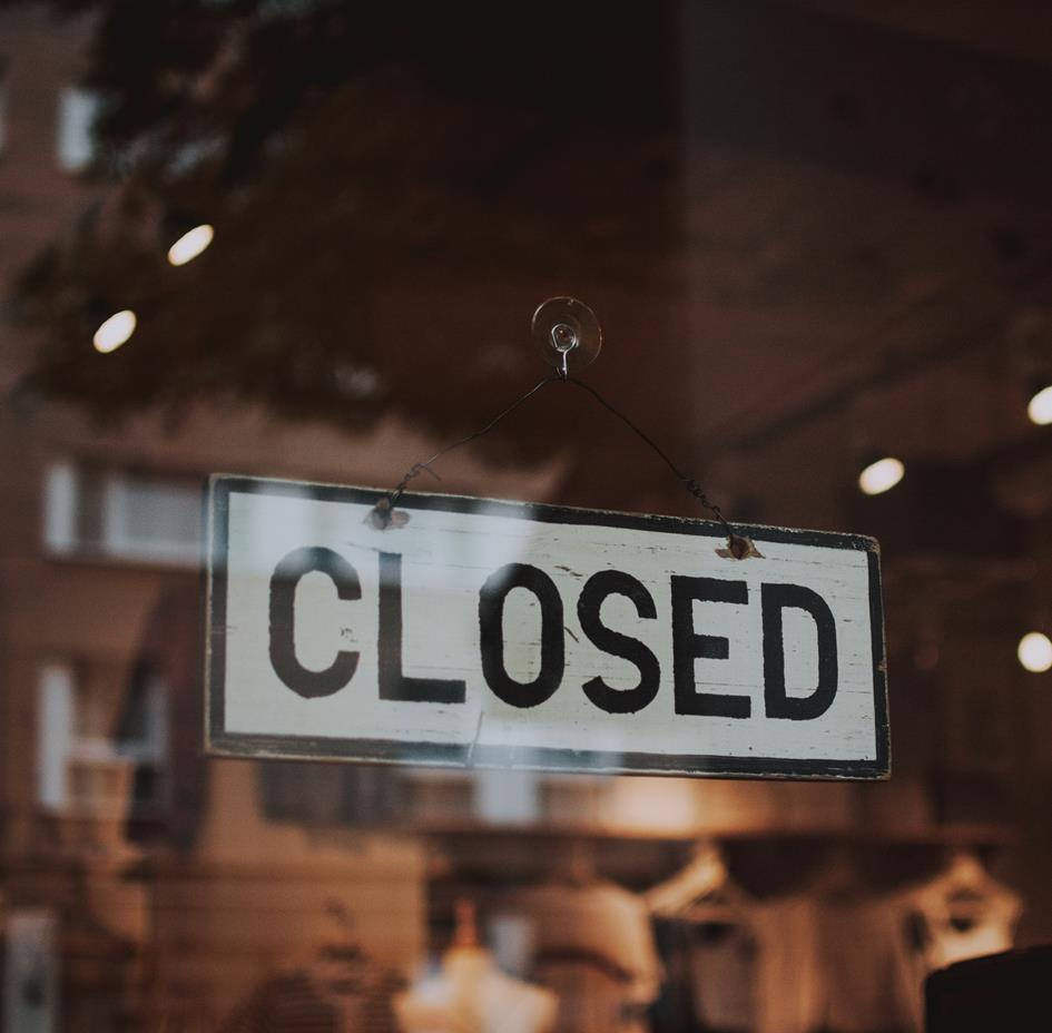 Closed Signage_Photo by fotografierende.jpg