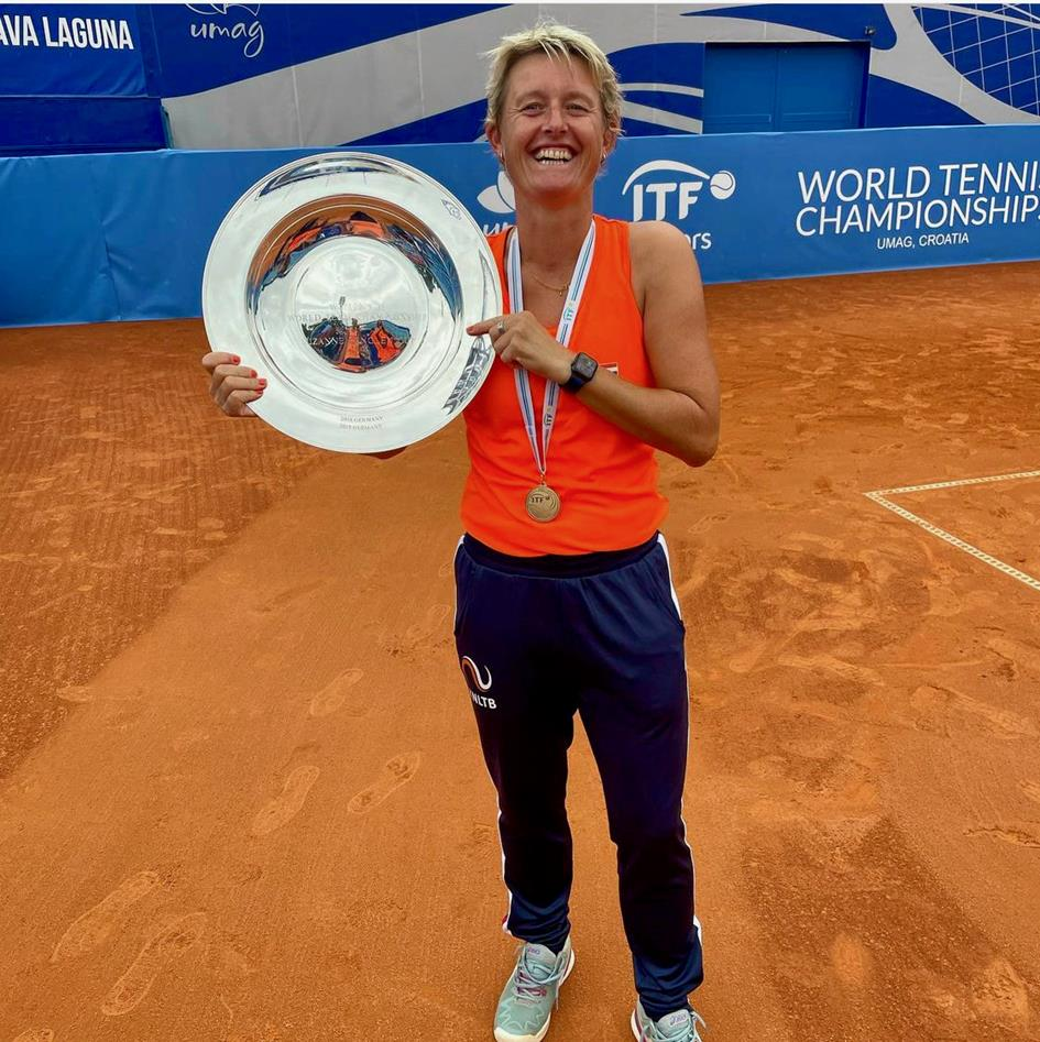 Andrea van den Hurk Wereldkampioen ITF 35+.jpeg