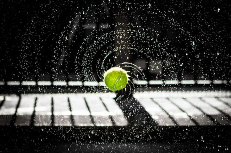 tennisbal water.jpg