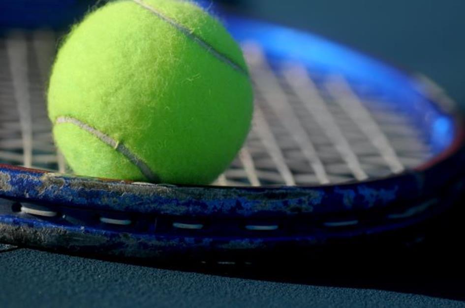 racket met bal benH.jpg