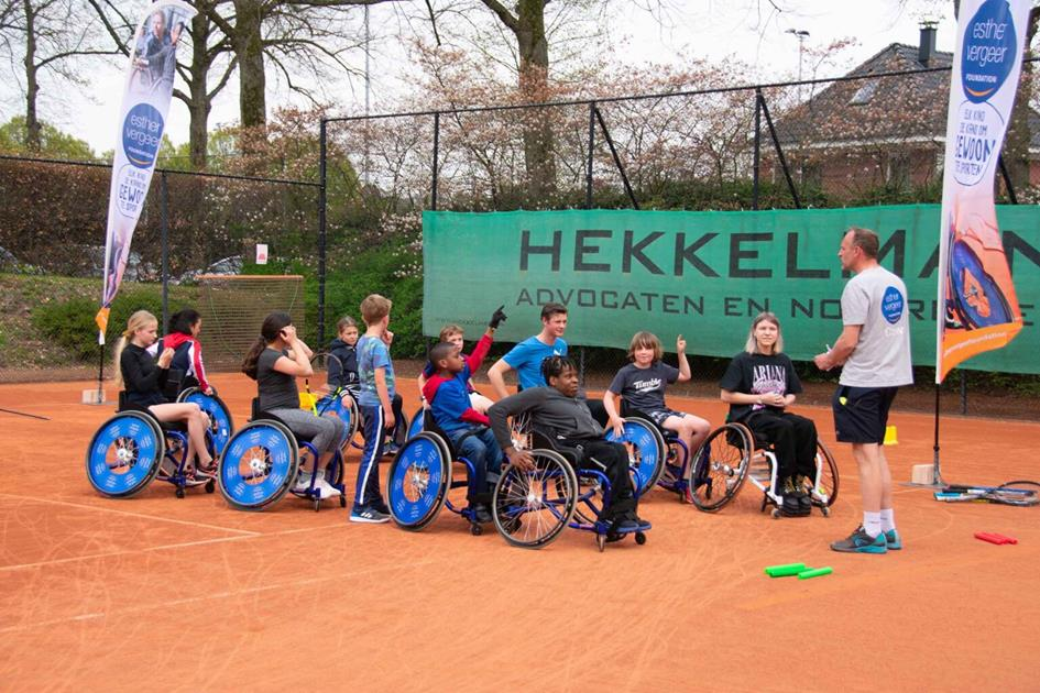 Rolstoel-tennisclinic-Esther-Vergeer-Foundation-TV-Rapiditas1-1536x1024.jpeg