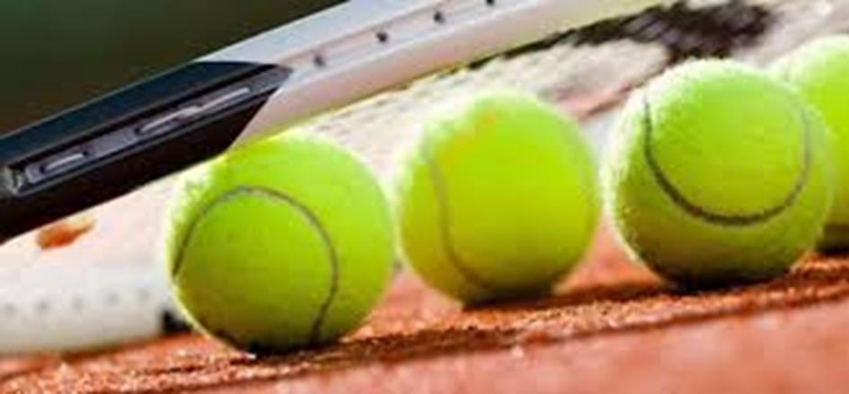 Racket en tennisbal.jpg