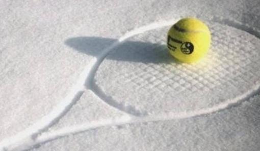 racket in sneeuw.png