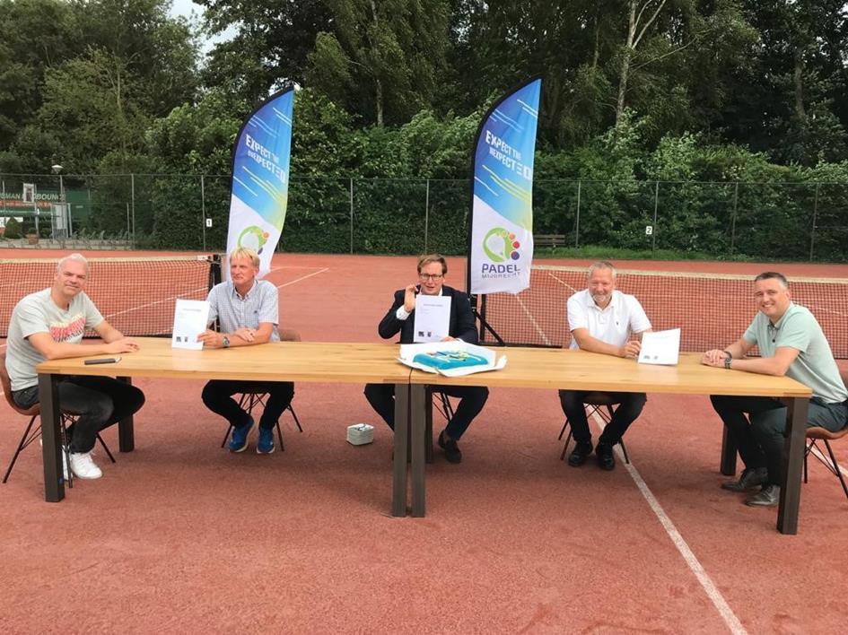 pbweek28_21049_ondertekening intentieovereenkomst tennisverenigingen en gemeente_2.jpg