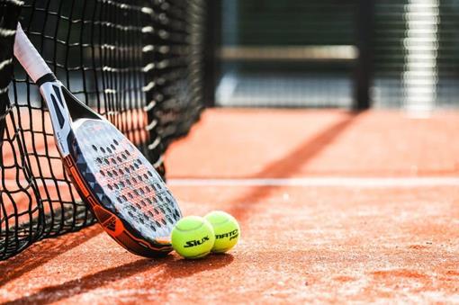 Padel-racket-balls.jpg