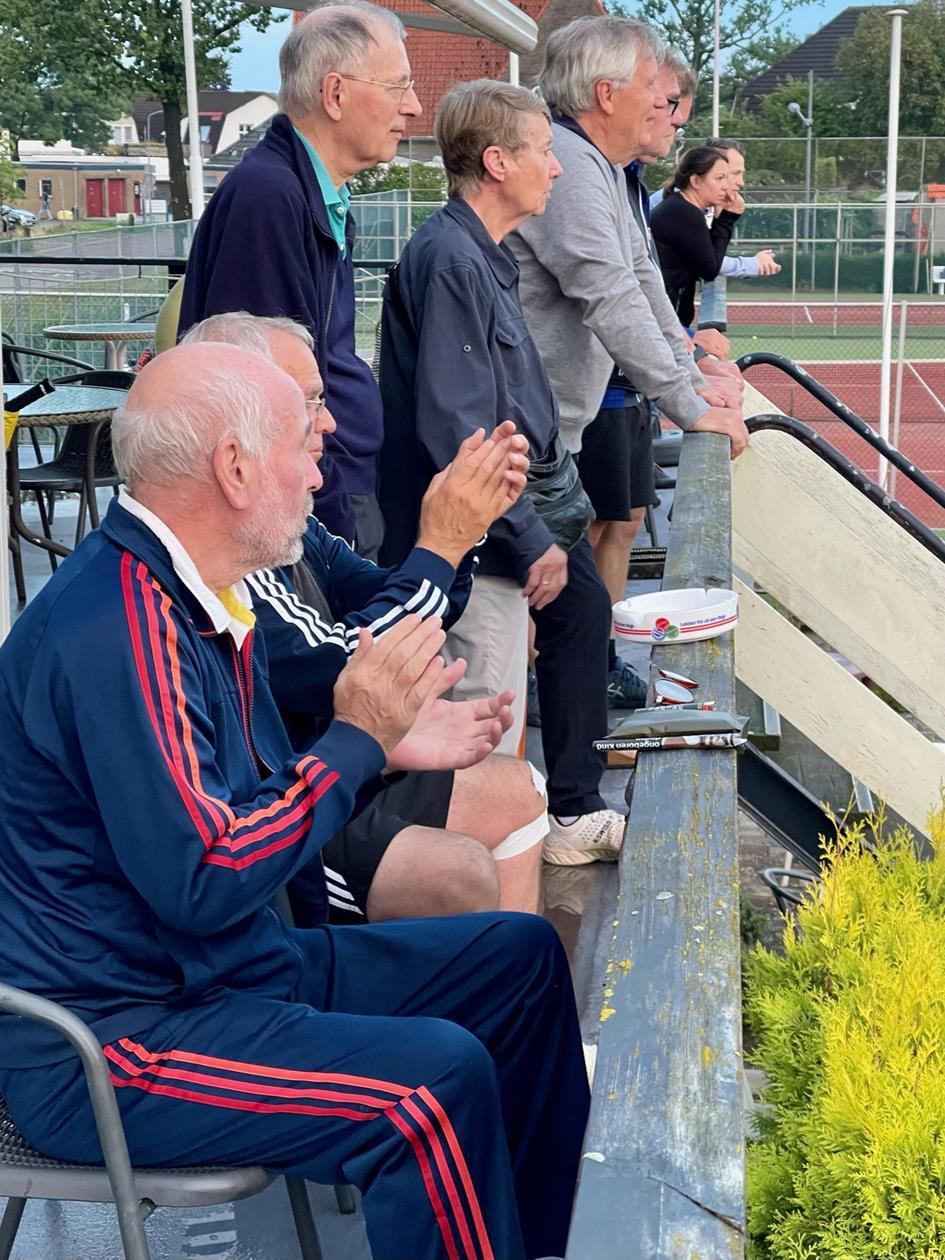 Publiek geniet tijdens TVW Dubbeltoernooi.jpg