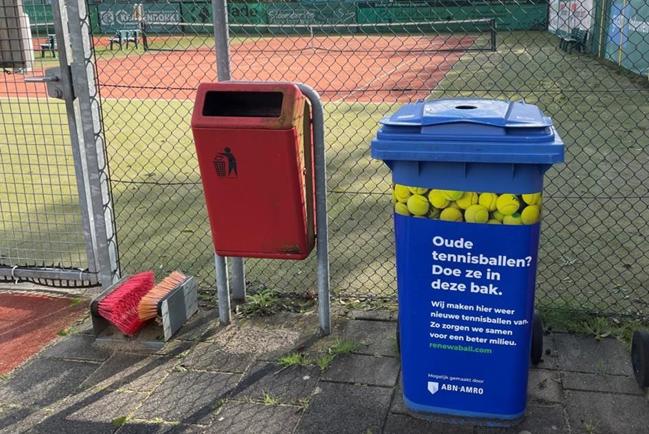 Tennisballenbak.jpg