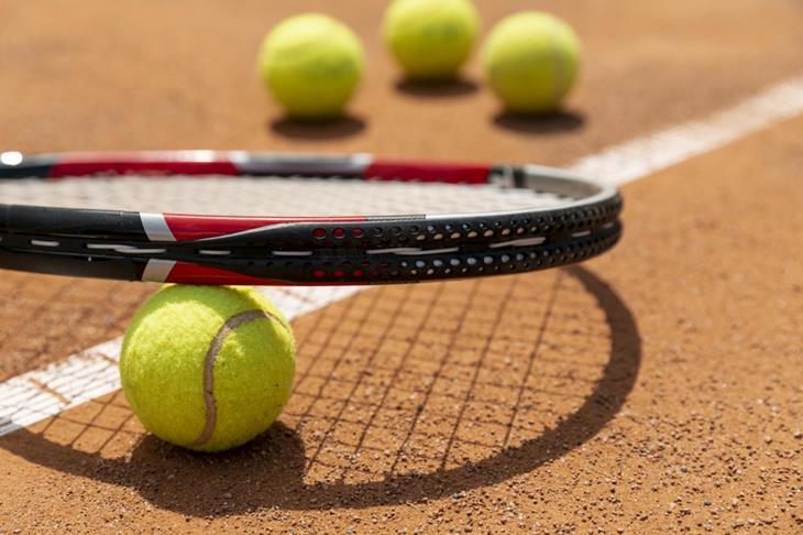 tennisracket_2560x1706.jpg