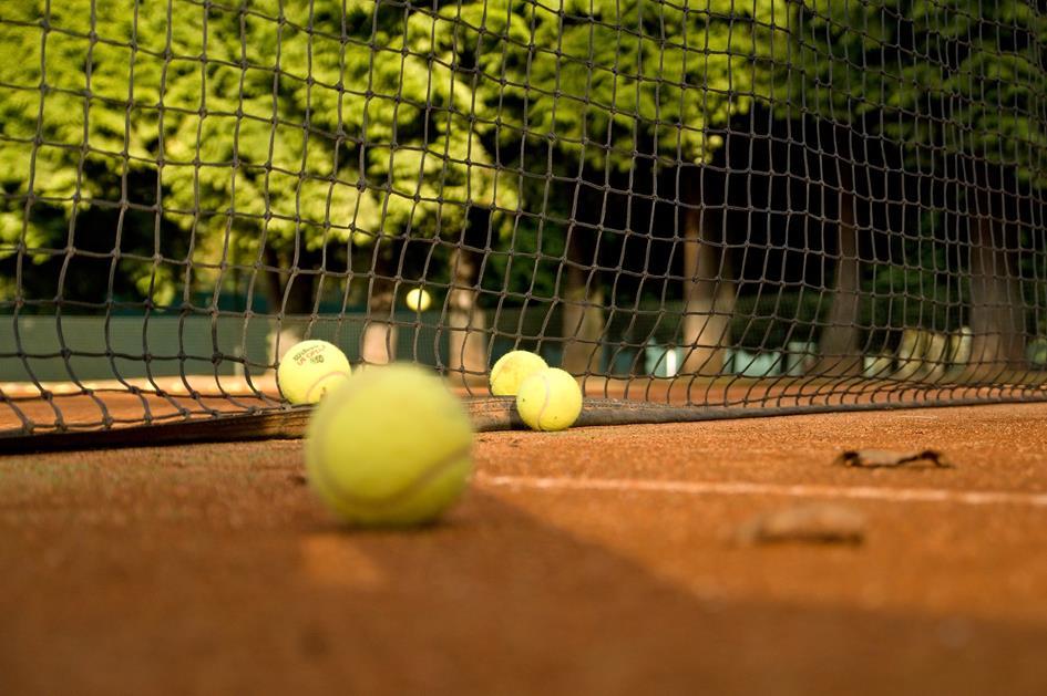 tennis-2740178_1920.jpg