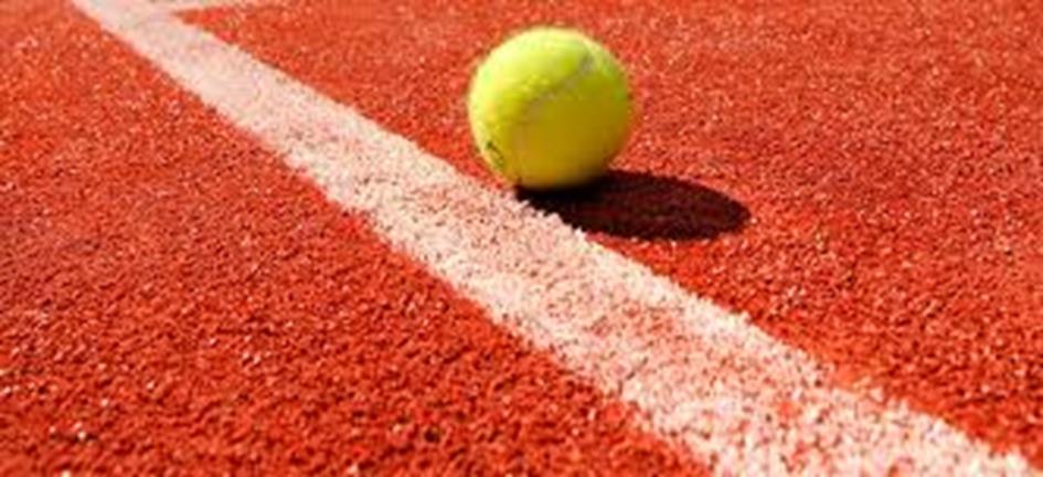 tennisbaan + bal.jpg