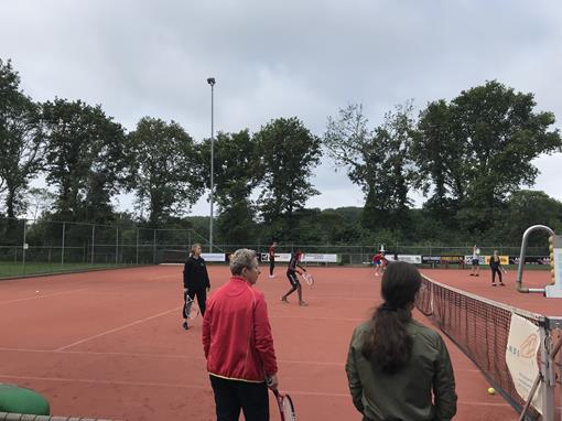 agnieten tennis.jpg
